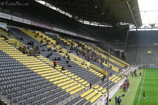 Gegentribüne Westfalenstadion Dortmund - 06.09.09